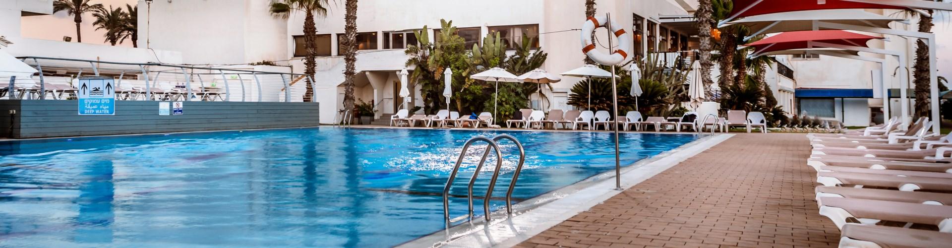 מתקני המלון חוף התמרים עכו