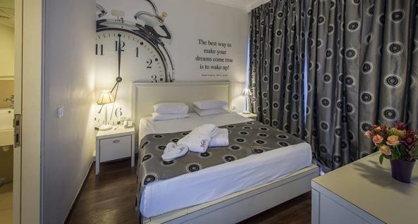 חדר שינה חוף התמרים